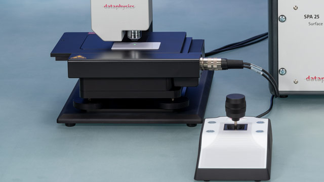 Motorised sample table with control joystick
